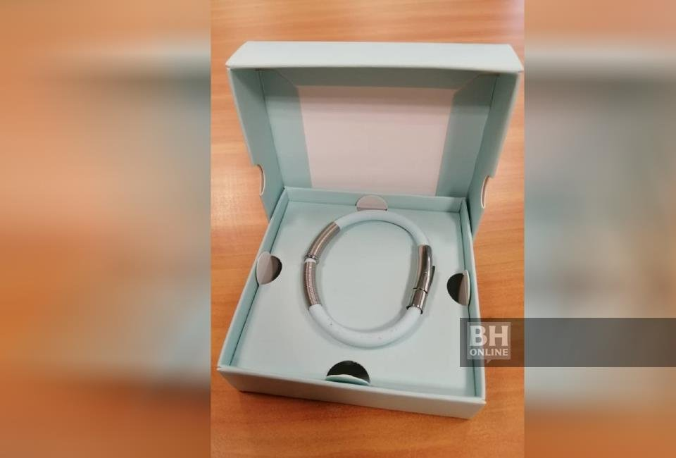 Wanita dikompaun RM50,000 jual gelang didakwa cegah COVID-19 ...