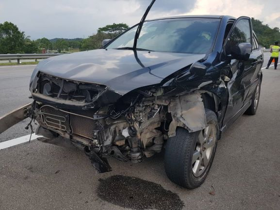 Nash cedera, kenderaan terbabas langgar tembok penghadang